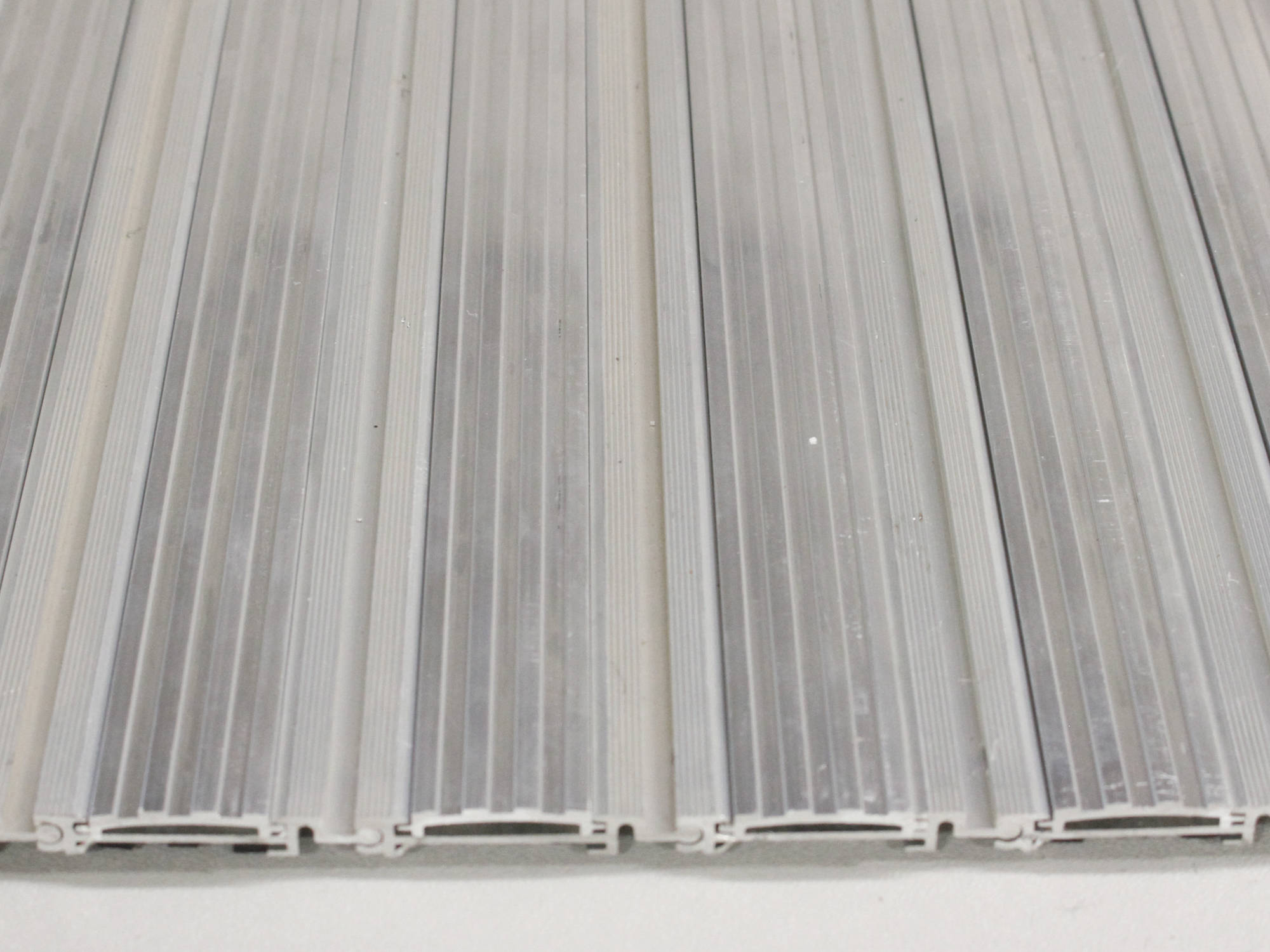 Modèle Insertion d'aluminium corrugé